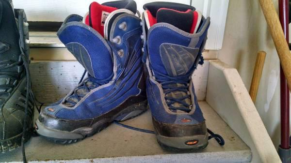 Snowboard Boots Mens Size 10 Blue - $20
