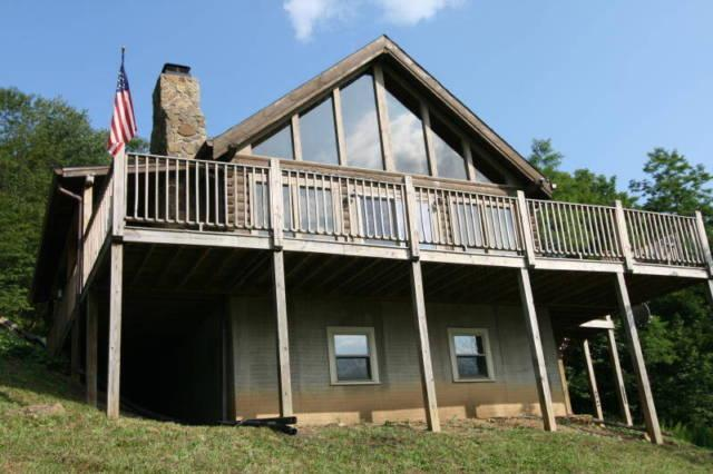 Snowshoe WV Secluded Log Cabin on 9 acres SPA WIFI 2