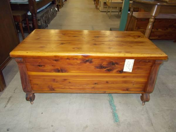 solid cedar blanket chest for sale in greenwich pennsylvania classified. Black Bedroom Furniture Sets. Home Design Ideas