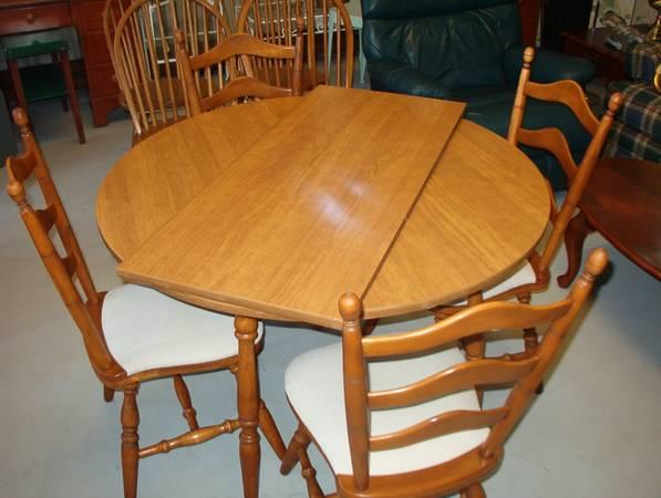Solid Hard Rock Maple 5 Piece Dining set. - $160