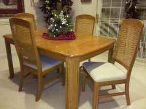 Solid Oak Dining Room Table w/ Chairs - $450 (Beloit)