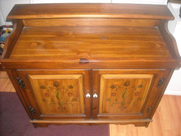 Solid Wood Dry Sink W Magnavox Stereo Receiver