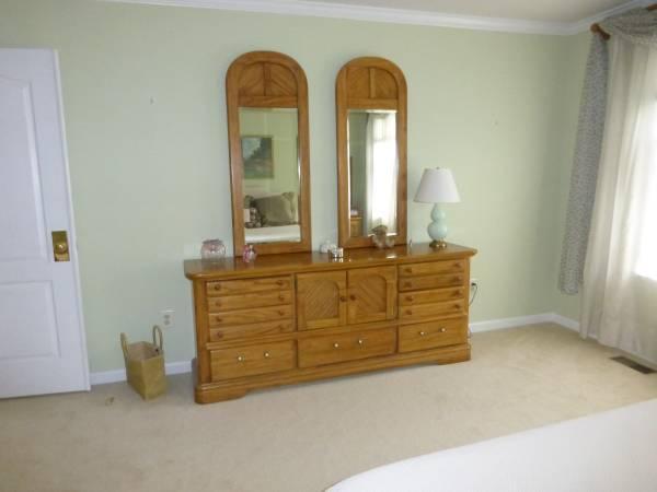 solid wood queen bedroom set for sale in harleysville pennsylvania classified. Black Bedroom Furniture Sets. Home Design Ideas