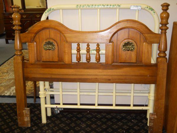 Great Solid Wood Queen/Full Sz Headboard   (60/40 Furniture Consignment, Pensacola  For Sale In Mobile, Alabama