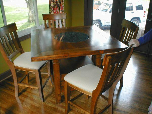 Sonoma Valley Dining Table And Chairs   $700
