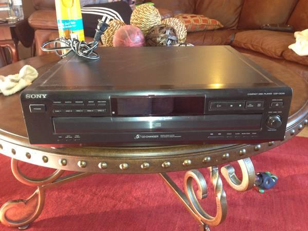 Sony 5 disc CD player works great ! - $35