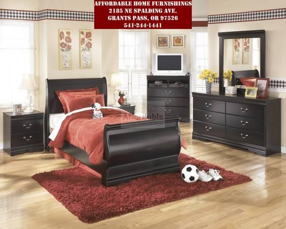 Sophisticated Style Rich Traditional Design 7 Piece Youth Bedroom Set For Sale In Grants Pass