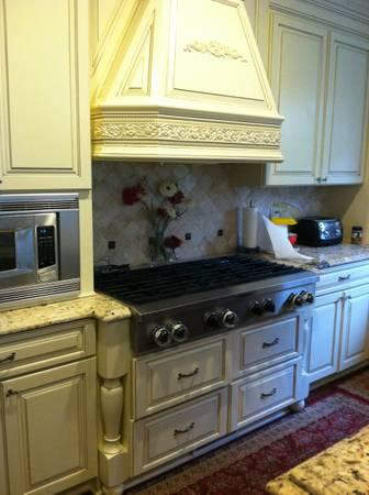 SS Gas Cooktop,custom Cabinets And Range Hood Cabinet