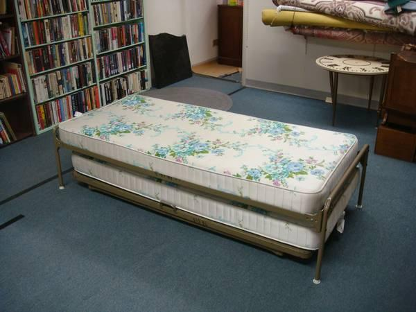 Stacking Twin Beds Day Bed Trundle for Sale in Garden