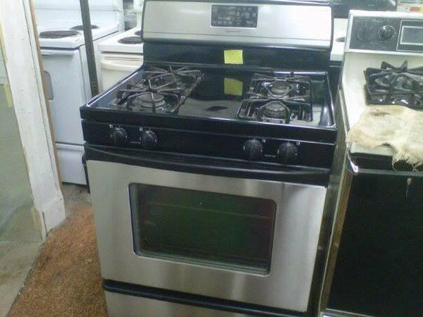 STAINLESS GE GAS STOVE WAS $350 ON SALE FOR $300 WITH WARRANTY