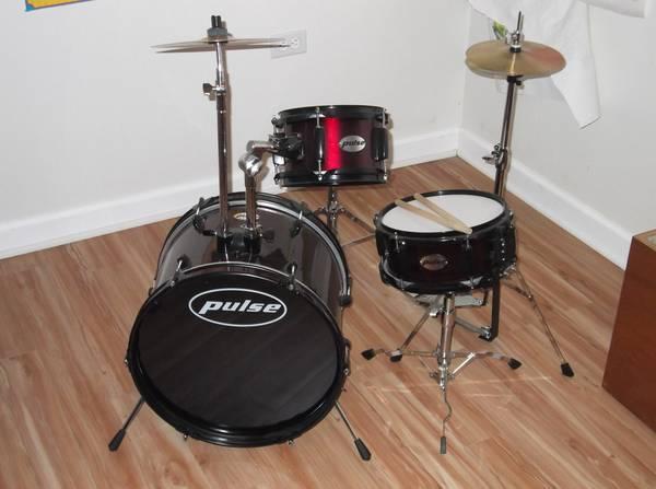 starter drum set for sale in mount vernon washington classified. Black Bedroom Furniture Sets. Home Design Ideas