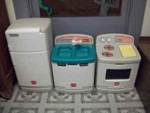 Step 2 kitchen set stove frig sink with dishwasher for Kitchen set step 2