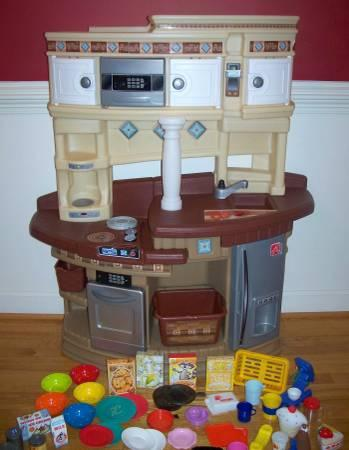 Step 2 Lifestyle MasterChef Kitchen + Lots Of Play Food