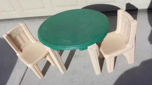 Step 2 Plastic Green Amp Tan Childerns Kids Childs Table W 2