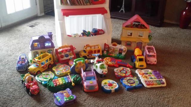 Step 2 Toybox With Lots Of Books Toys Included
