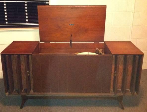 Stereo Vintage Zenith Console/Albums - $40