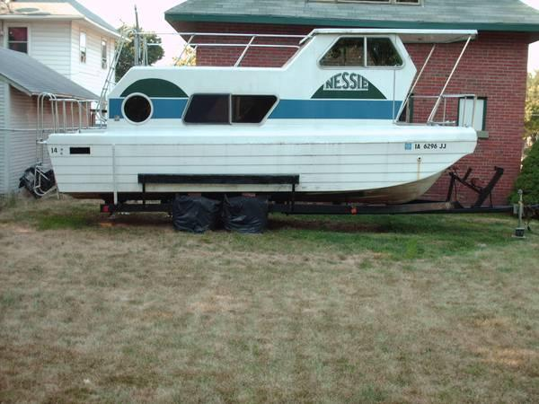 Steury Trailerable Houseboat for Sale in Des Moines
