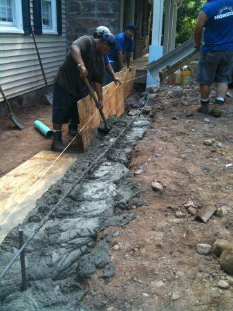 Stonemaker concrete retaining walls steps patio and for Cost of poured concrete walls