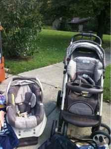 Stroller / car seat combo - $65 (Valley station)