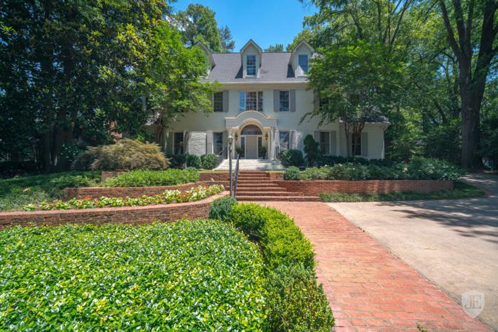 Stunning Home In Historic Brookhaven