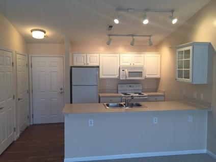 Sublet 1 bed/1 bath apt w/1-car garage with option to