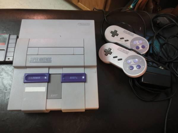 SUPER NES / SUPER NINTENDO VIDEO GAME CONSOLE W/ GAMES