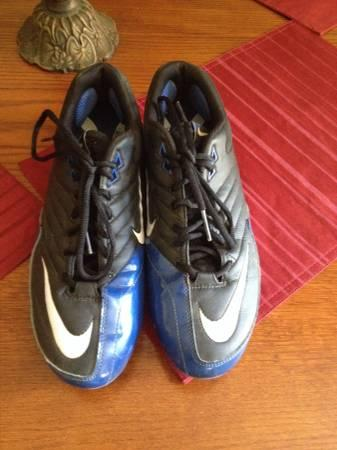 Sz 11 low top nike football cleats - $10