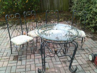 Table with 4 Chairs for Patio - Metal Good Condition