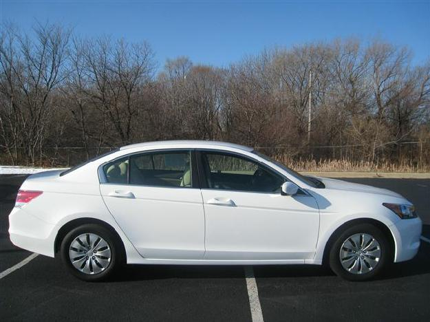 taffeta white 2009 honda accord lx 4 door sedan dealer greenfield for sale in greenfield. Black Bedroom Furniture Sets. Home Design Ideas