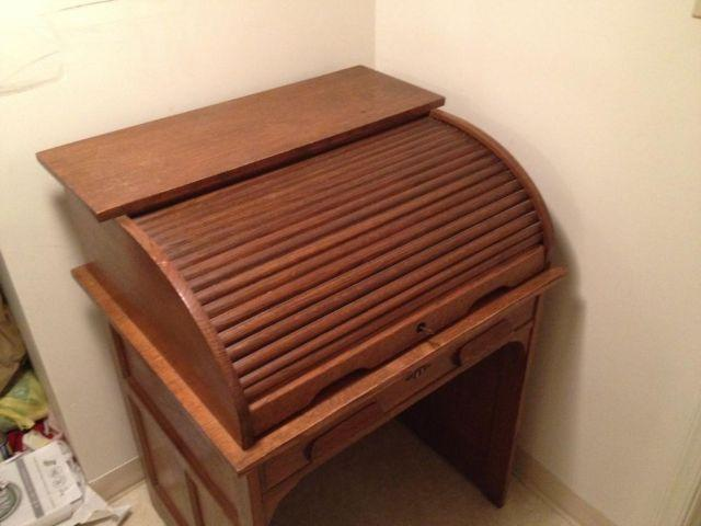 THIS IS A MUST SEE ITEM Oak Roll Top Desk all Original Wood, Hardware