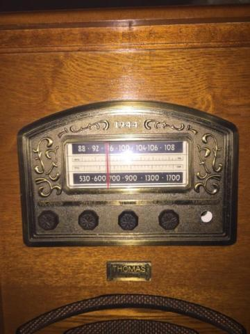 Thomas 1944 replica am/fm radio cassette player floor