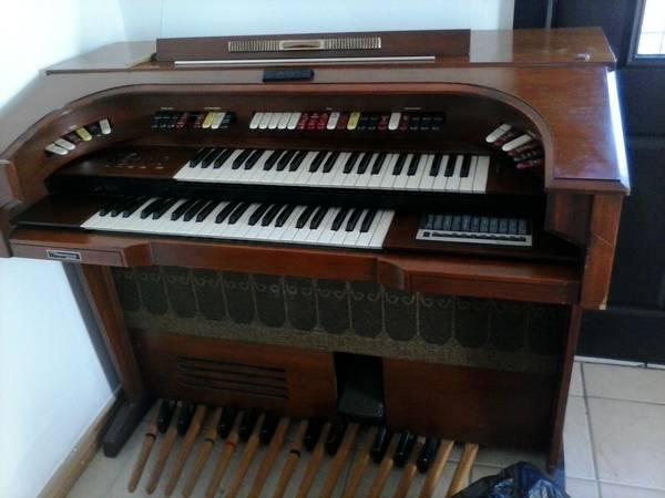 Thomas Electronic Organ Model 585 For Sale For Sale In