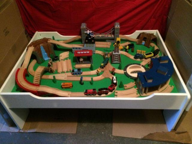 Thomas Train Table & Set - Roundhouse, Bridge, Mountain, Crane ...