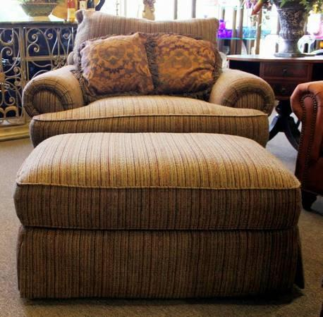 Thomasville Chair & Ottoman for Sale in Spring Texas