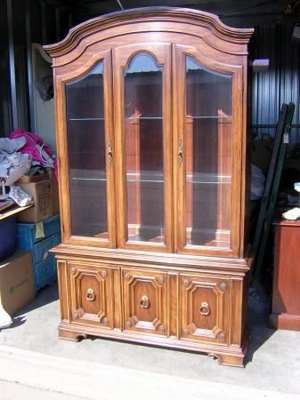 Thomasville China Cabinet Curio Display Cabinet For Sale