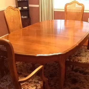 THOMASVILLE DINNING ROOM SET HUTCH 6 CHAIRS WITH TABLE PADS I For Sale In