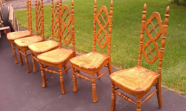 ... South Bend, Indiana · Thomasville Dinnng Table And 6 Chairs   $400