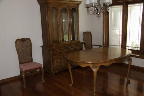 Thomasville Pecan Dining Room Set Table 6 Chairs Hutch
