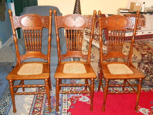 Three antique pure oak chairs with cane seats - Three Antique Pure Oak Chairs With Cane Seats Hand-carved Backs For