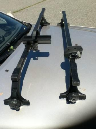 Thule Rack with 50 Inch Bars and 300 Towers and 01 clips LIKE NEW - $139