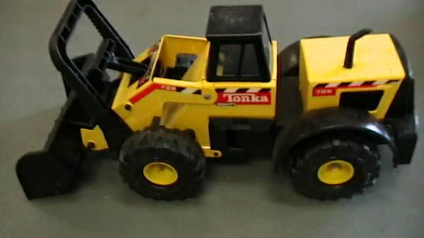 Tonka Mighty Articulated Front End Loader Clean 728 - $25