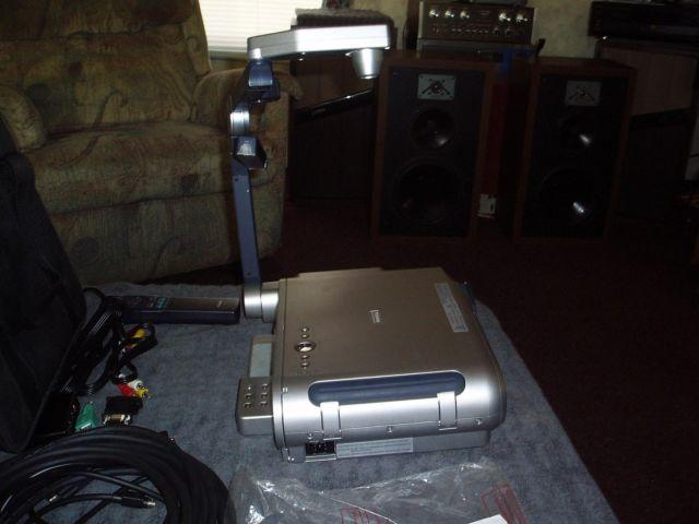 TOSHIBA TLP651U PROJECTOR WITH DOCUMENT CAMERA W/