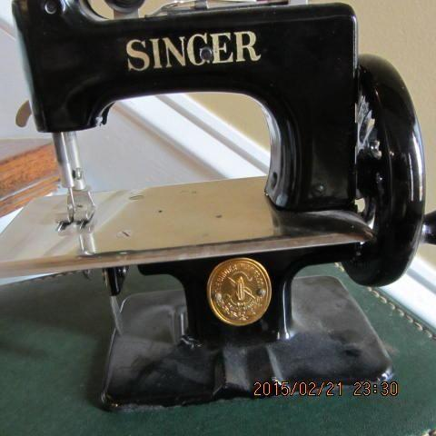 Toy Singer Sewing Machine with Case