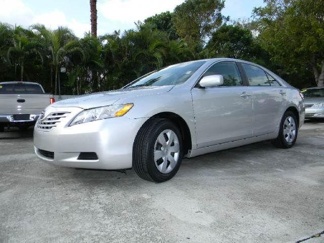 toyota camry 2009 2009 toyota camry car for sale in miami fl 4427115792 used cars on oodle. Black Bedroom Furniture Sets. Home Design Ideas