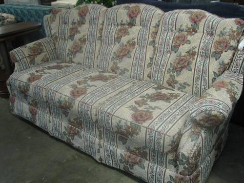 Traditional 3 Cushion Sofa - Floral Fabric for Sale in Fort Wayne, Indiana Classified ...