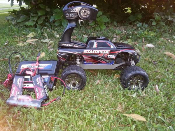 Traxxas Stampede 4X4 VXL brushless wdual lipo charger and 3 batteries - $450