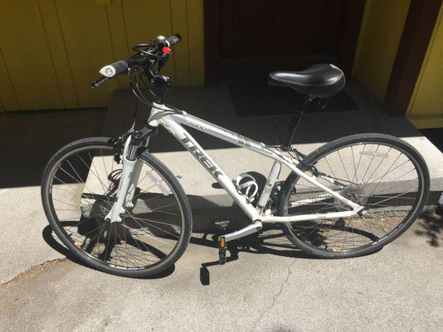 Trek 7200 Hybrid Bike - FREE Helmet, Lock and Pump