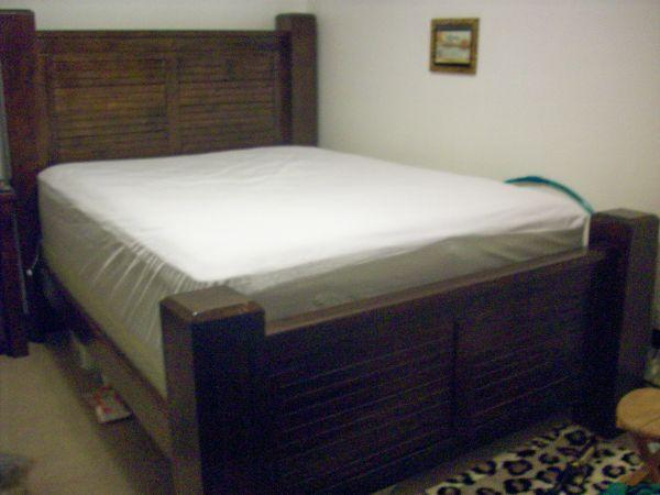Trestlewood Queen complete bedroom set - (North Pole) for Sale in ...