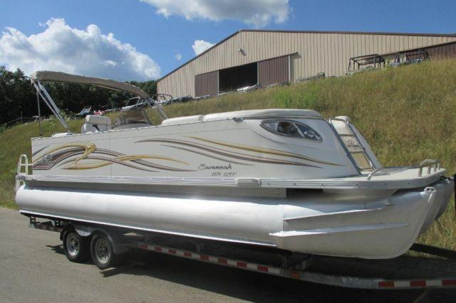 Tritoon 2008 crest 2570 savannah lst with only 40 engine for Outboard motors for sale in michigan