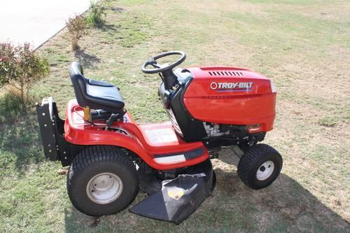 Troy Bilt Riding Mower 2007 with a detachable bagger assembly